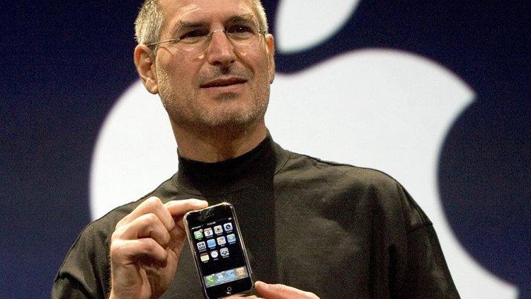 iphone-steve-jobs